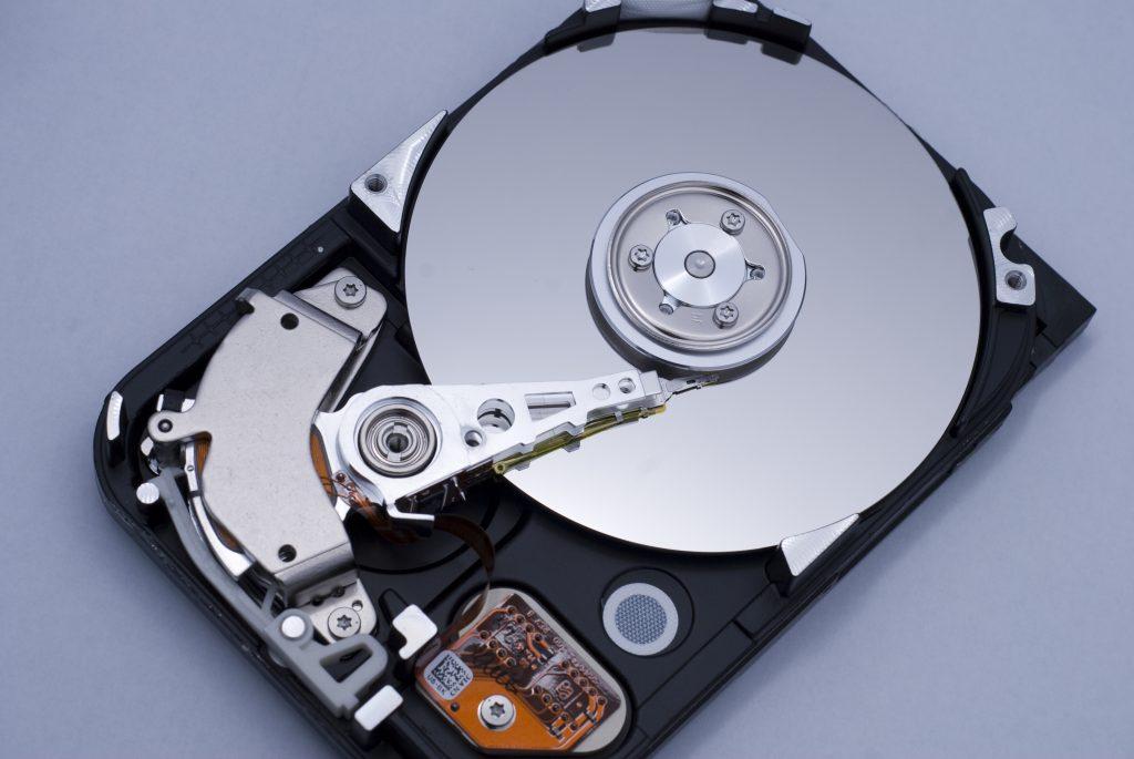 Slika 1 - otvoreni hard disk