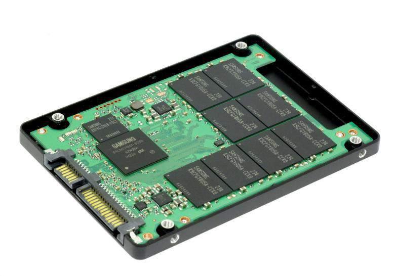 Slika 2 - otvoreni SSD uređaj
