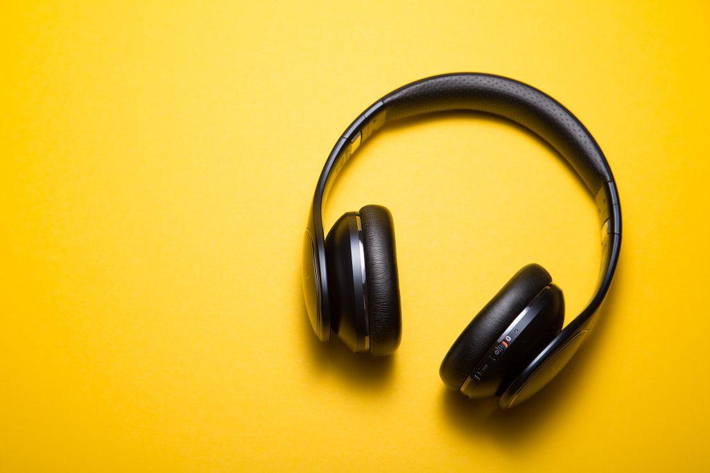 Za vrhunski užitak u audio knjizi potrebne su i dobre slušalice.