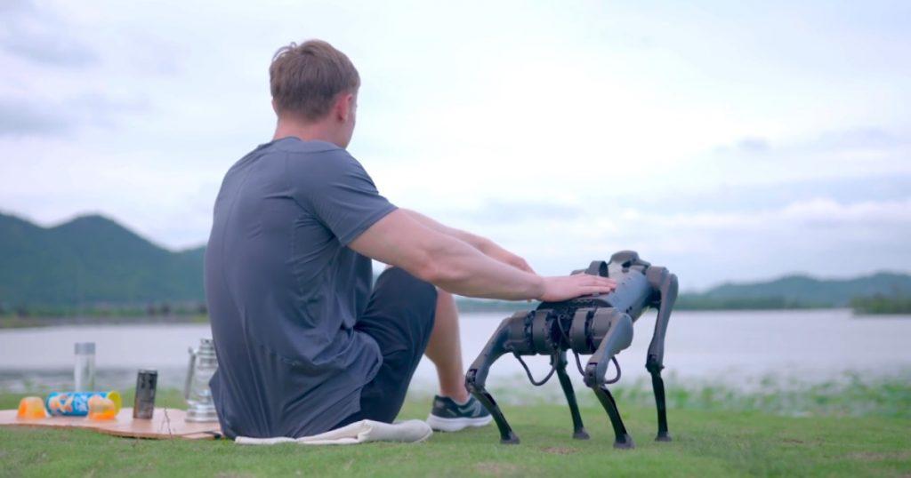 Pas-robot koji za vas nosi flašicu vode košta 2.700 USD - 01